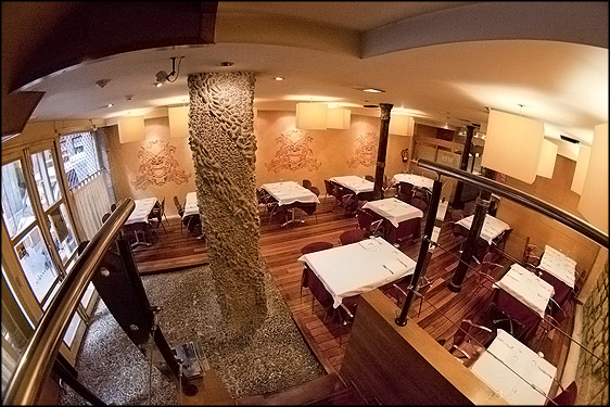 Aislamiento acústico restaurante con pilares antiguos